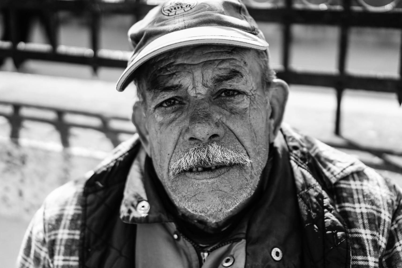 fiddler-in-the-street-portrait