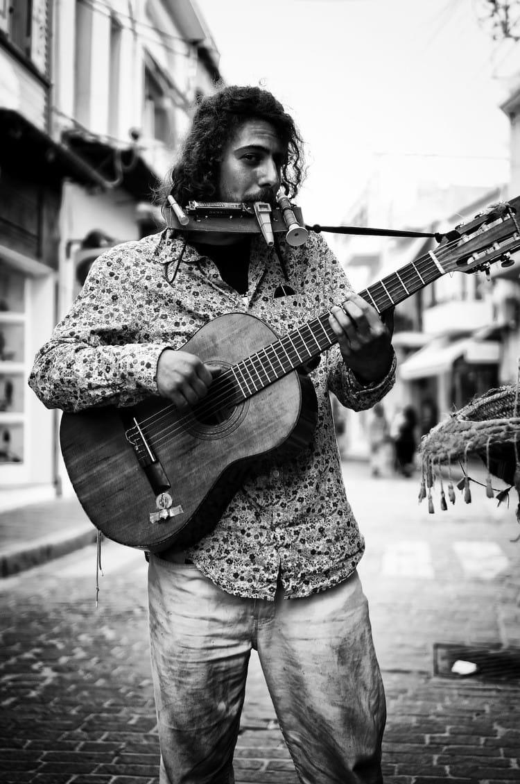 multi-instrumental-performer-bw
