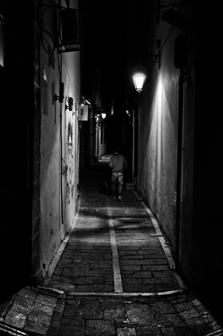 night-in-the-dark-alley