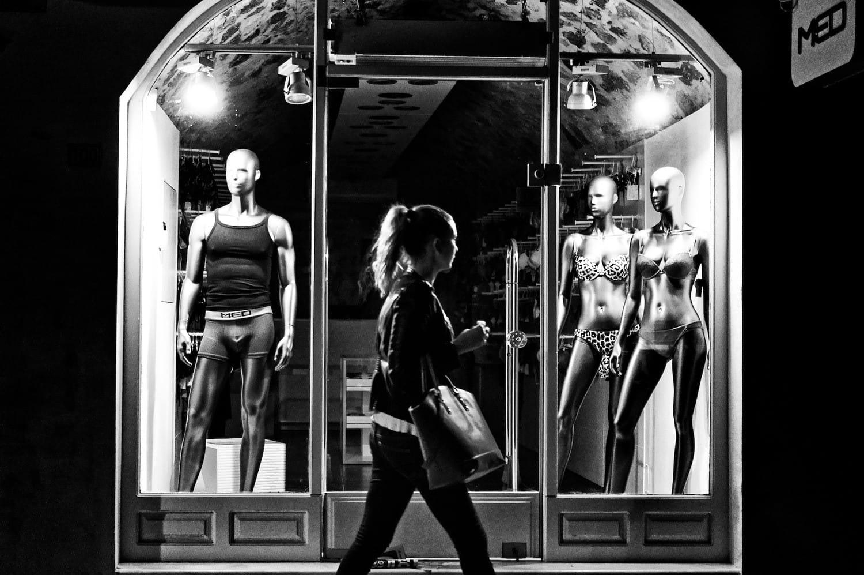 night-window-shopping-2