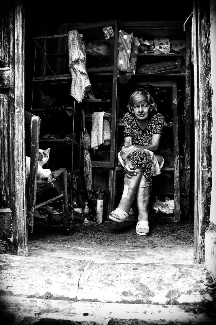 olad-lady-in-a-shed-bw