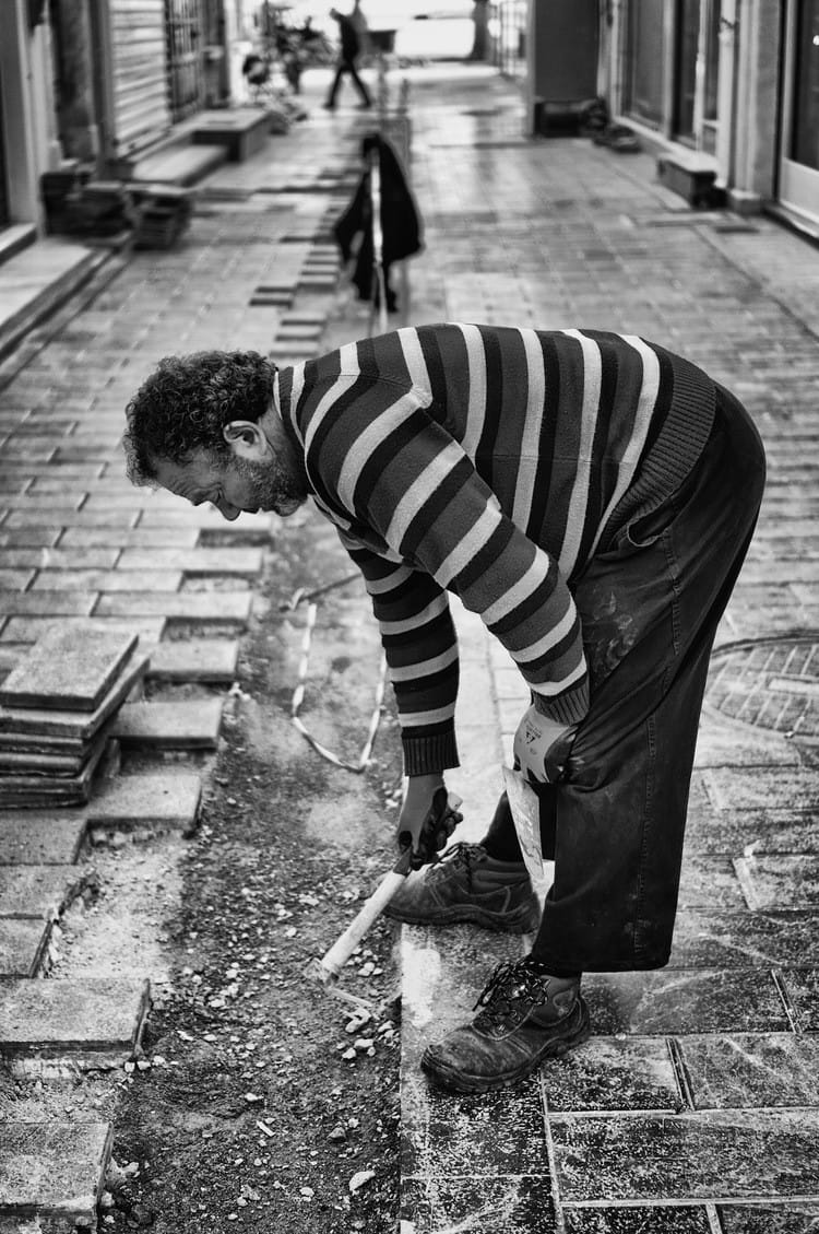 worker-making-lines-in-the-pavement-se