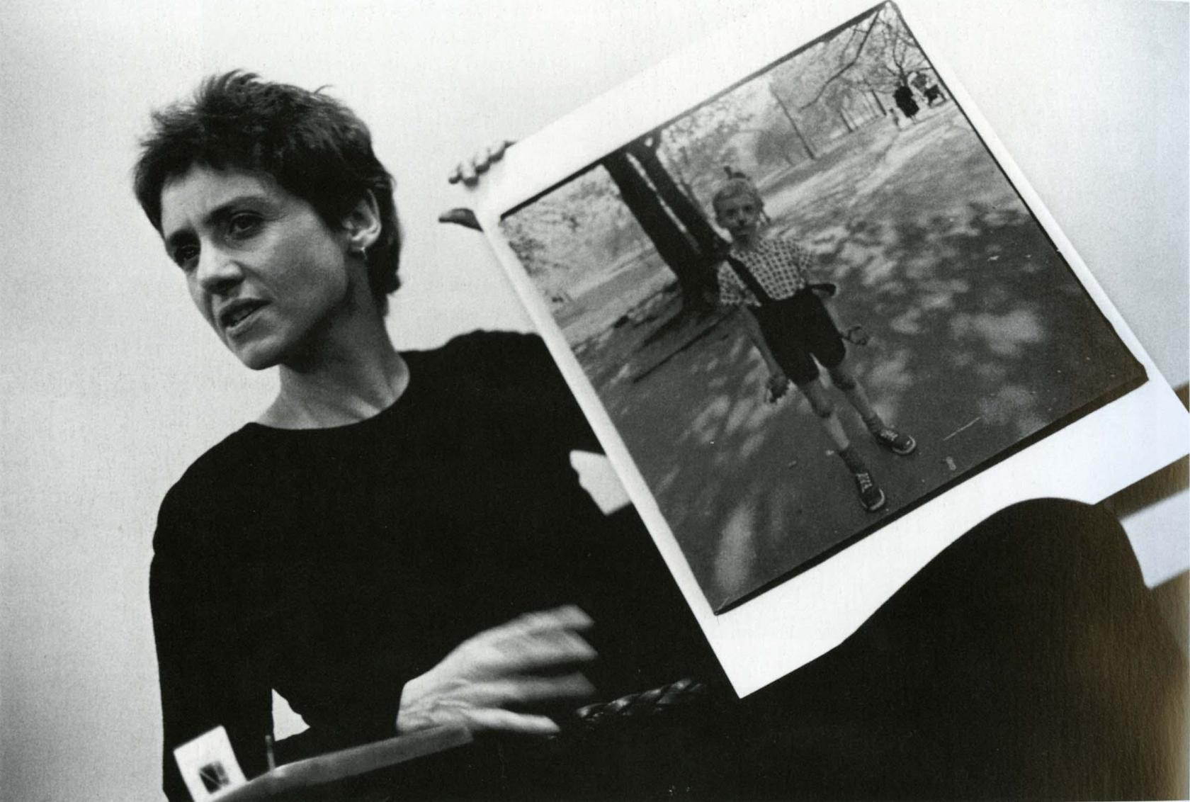 diane_arbus_with_her_photo_of_a_boy_holding_a_toy_grenade_in_central_park_ny_1970_stephen_frank
