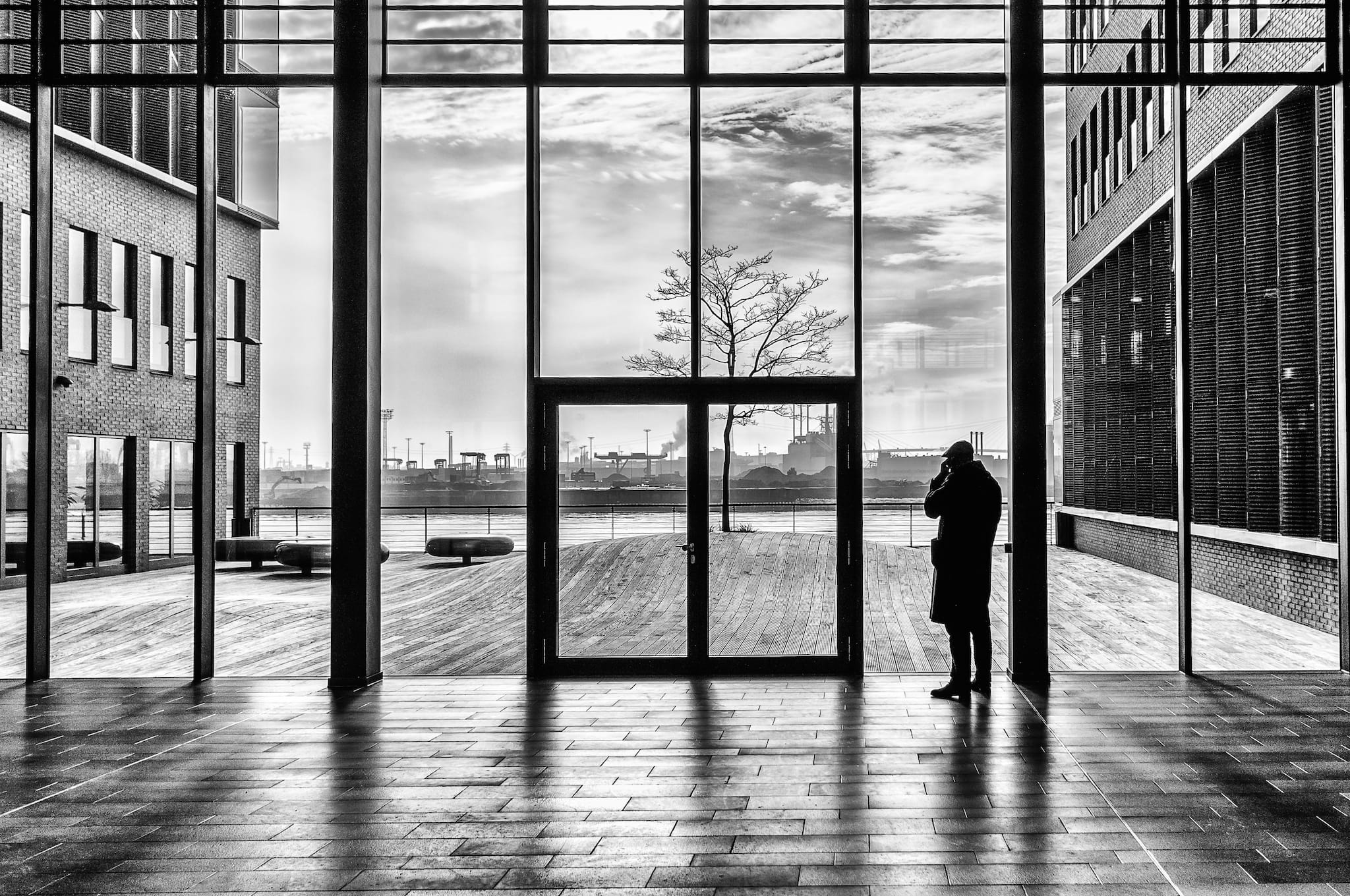 Call with a view by Theodoros Topalis. Große Elbestraße in Hamburg, February 2014