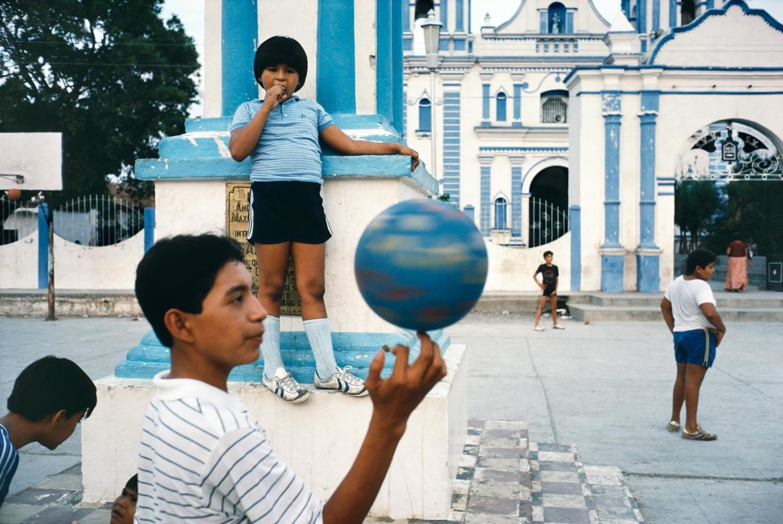 Tehuantepec, Mexico, 1985 by Alex Webb
