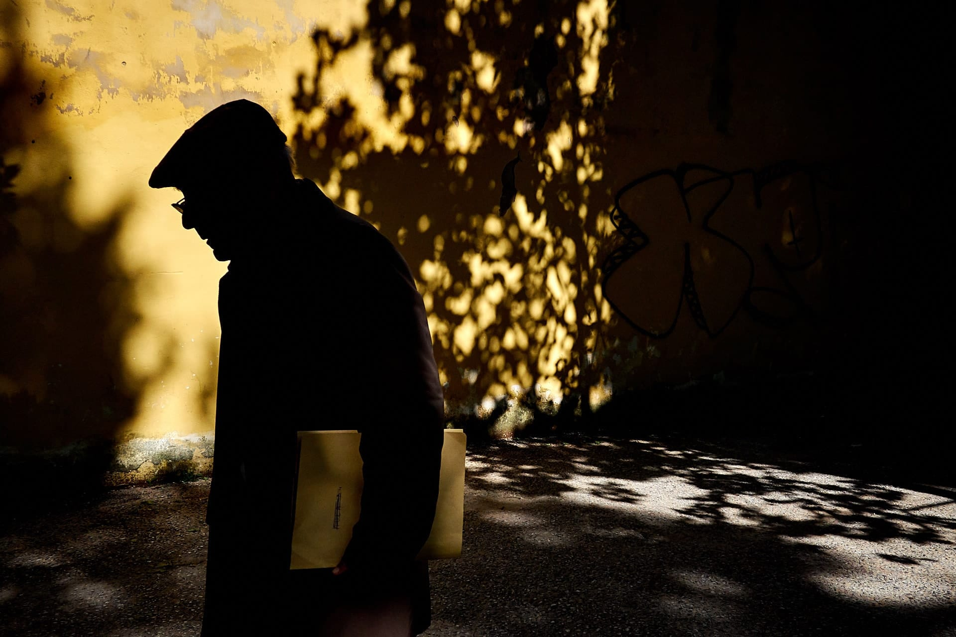 """The Colour Yellow"" street photograph by Alfredo Aleandri"