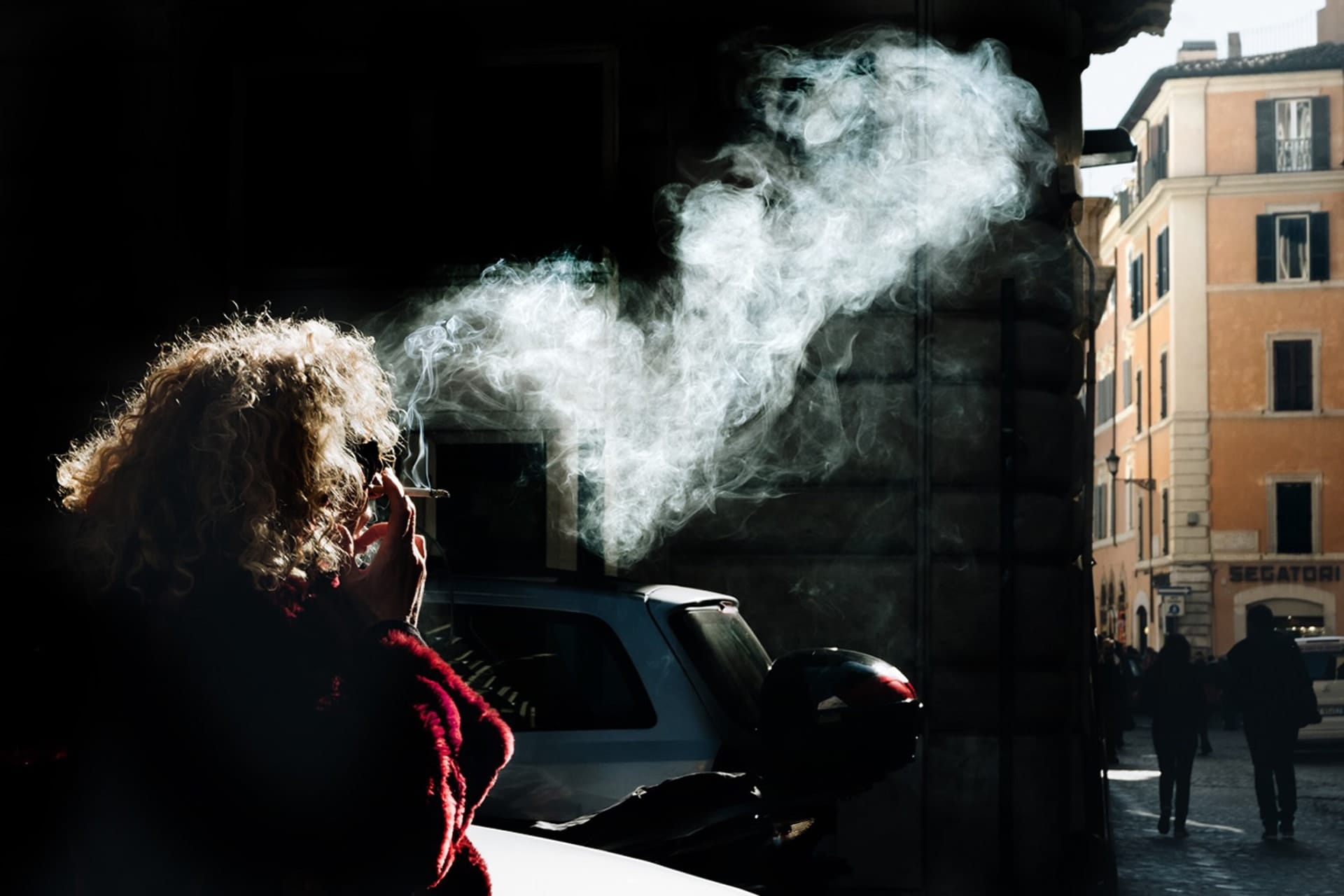 """Smoking"" street photography by Sabrina Corana"